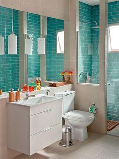 Cores. Interior do box em contraste com exterior. Banheiro elegante vestido com os azulejos da moda por 10 X R$ 309 - Casa