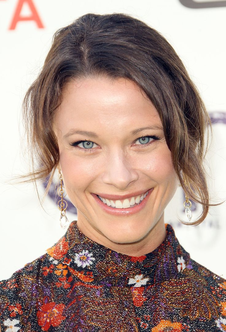 Her name is Scottie Thompson. First of all, how cool is a name like Scottie for a woman? She plays an intern doctor on Trauma, a short lived drama series. I am so in love with her eyes. Just crystal blue and she expresses a lot through her eyes.