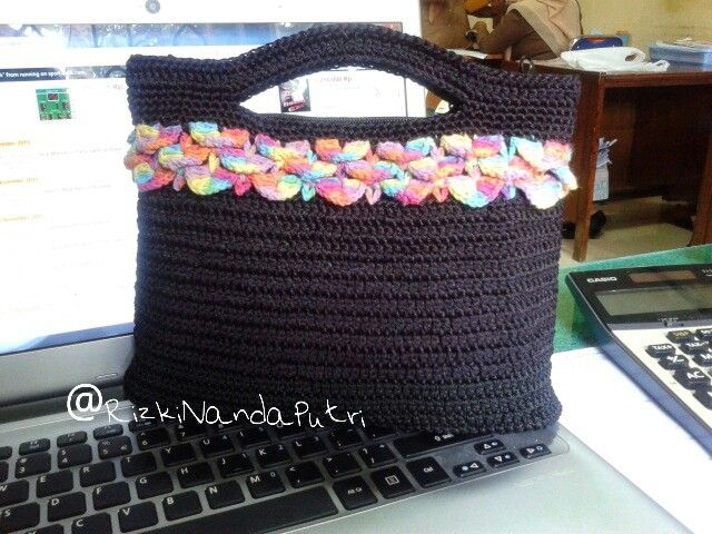 crochet clutch with crocodile stich