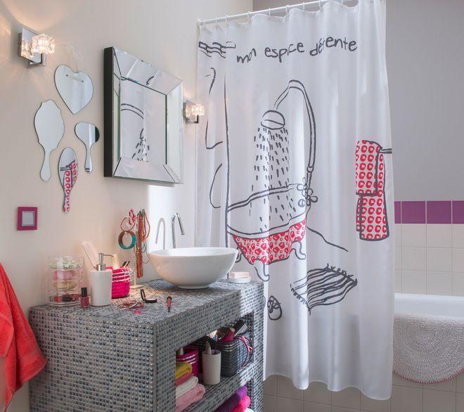 Je crée un mur de petits miroirs dans la salle de bains