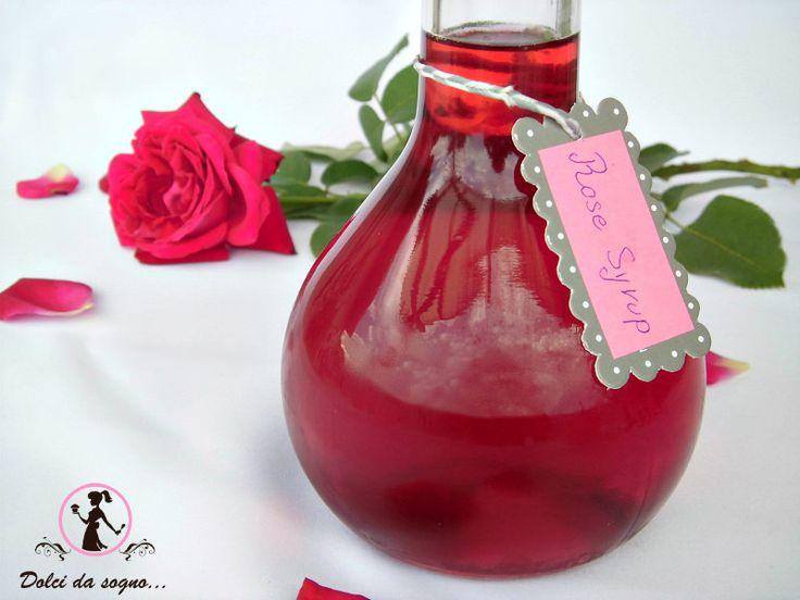 Lo sciroppo di rose è alla base di molte preparazioni dolci. D'inverno se bevuto con un liquido caldo, serve per lenire  la bronchite, diluito in acqua fresca d'estate è una bevanda dissetante . Per l'intenso e raffinato profumo e il delicato colore lo sciroppo di rose aggiunge un gusto particolare a Yogurt, Gelati, Granite, Panna cotta, Macedonia, Crêpes. Può sostituire lo zucchero in té, tisane ed infusi.