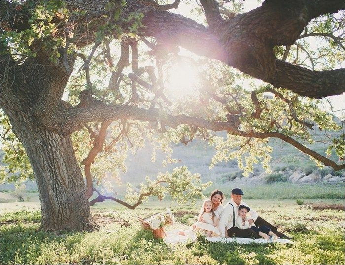 Outdoor family photo session by a beautiful tree