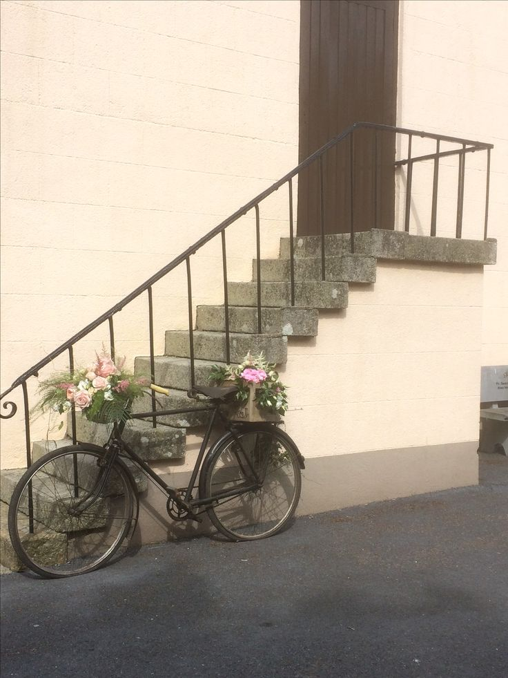 Vintage bike available for outdoor ceremonies.