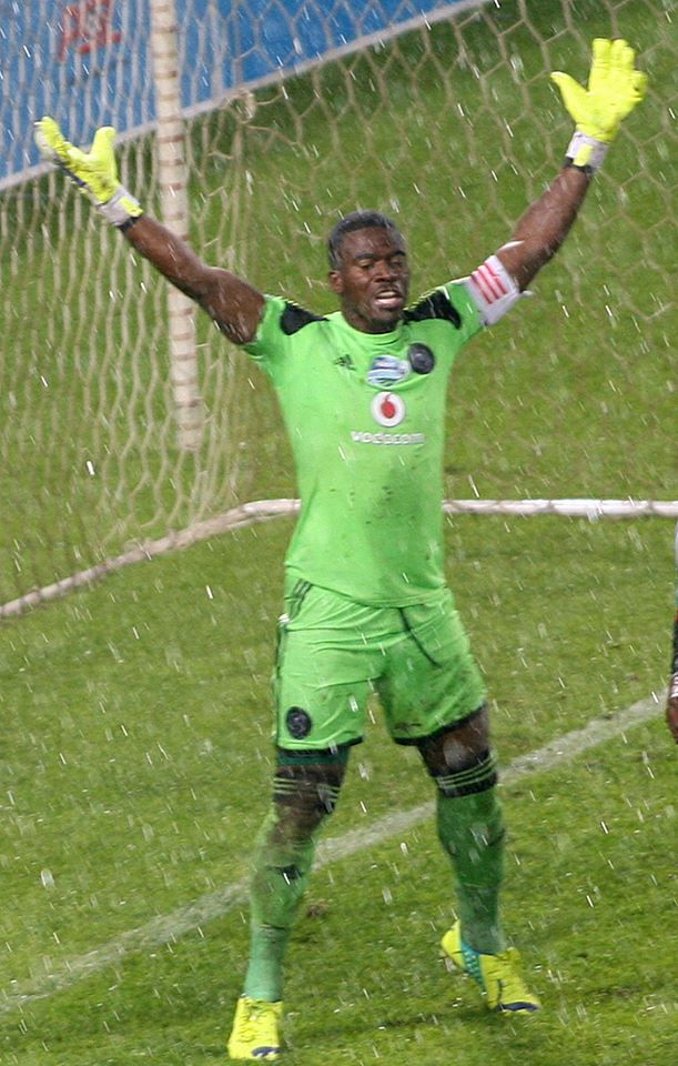 African football guru David Legge reacted to the murder of Orlando Pirates goalkeeper and South African captain Senzo Meyiwa during Wednesday's SSOS show. Listen here: http://tinyurl.com/p4v99ft Photo: AP https://www.facebook.com/VOASonny/photos/a.81686208911.79510.79723828911/10153325237123912/?type=1&theater