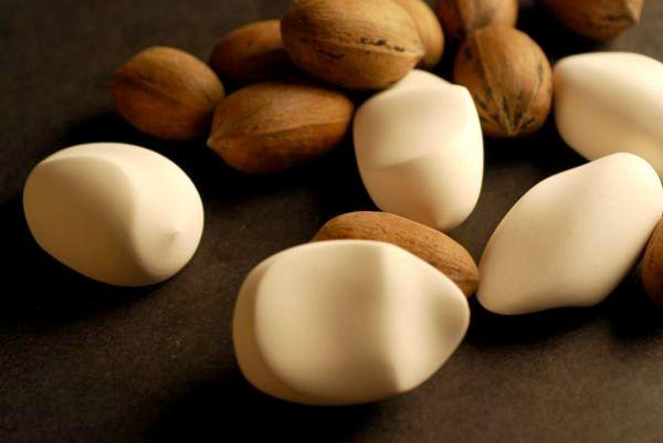 Handy Nut. Карманный камешек-щелкунчик