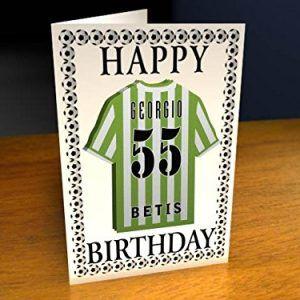 Felicita el cumpleaños con este Original Imán Personalizado con la camiseta del Real Betis. Para pegar en frigoríficos. Dimensiones del producto: 21 x 1 x