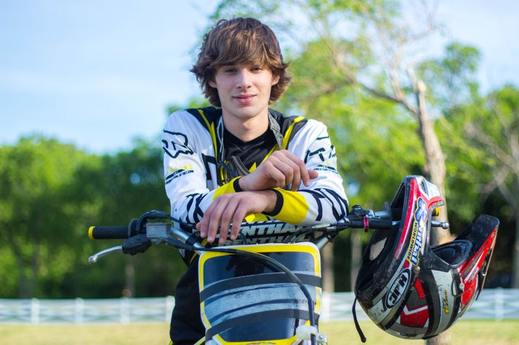 Argyle High School    Texas Photography    Senior Pictures    Boy Posing Ideas    Dirtbike photography
