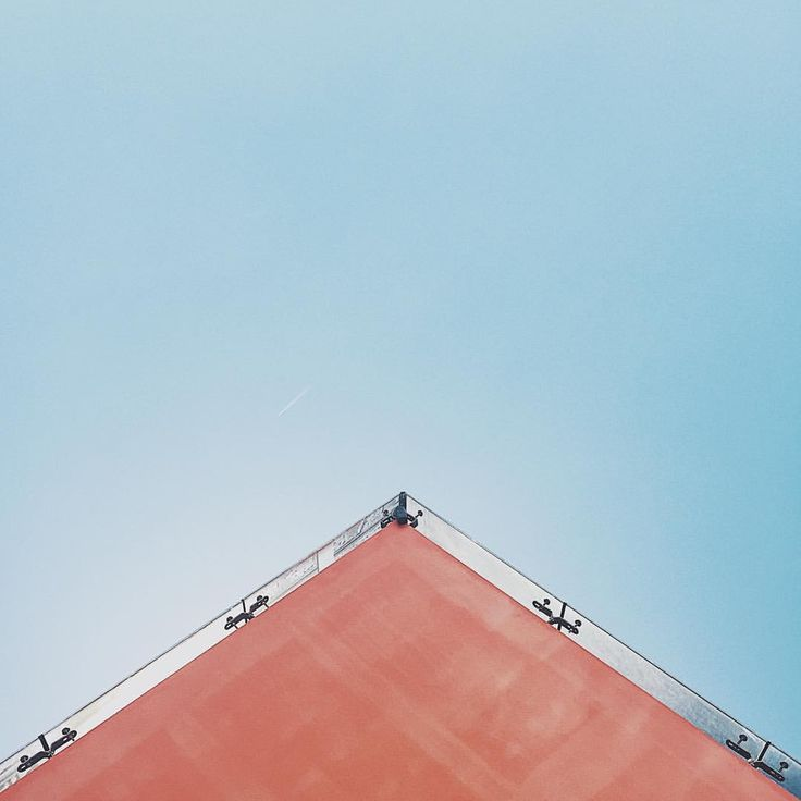 Up ⬆️ #up #architecture #bluesky #sky #architecturelover #minimal #minimalmood #minimalbuilding #building #vsco #vscocam #underthebuildings…