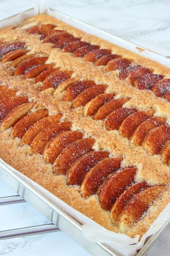 Äppelkaka i långpanna – Lindas Bakskola