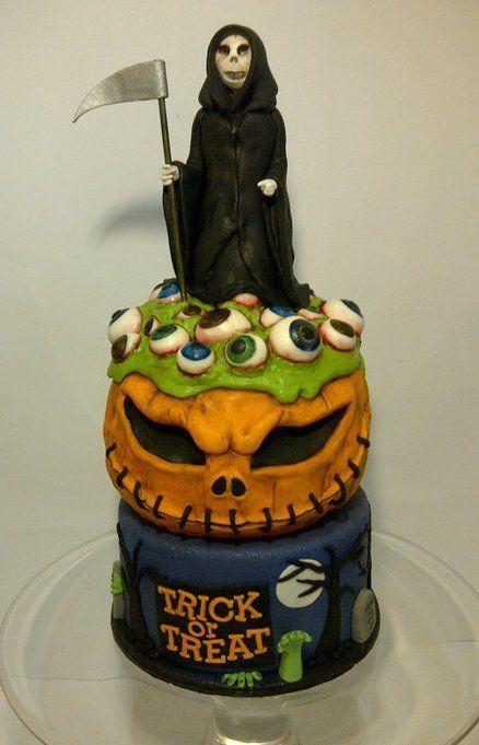 Halloween Horror Cake by CakeyCake
