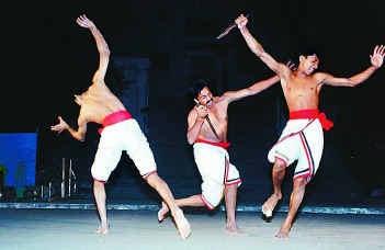Indian Martial Arts - Mardani Khel The Hindu : Magazine / Events : Under the Buddha's benign gaze