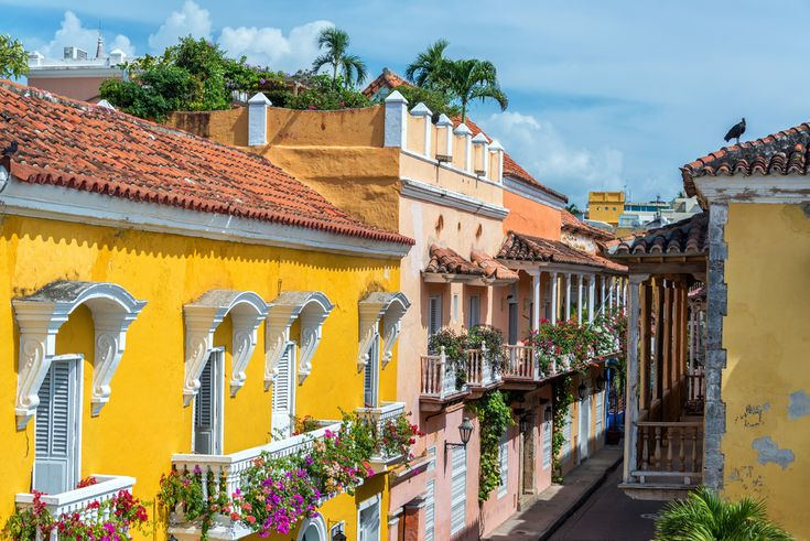 Cartagena de Indias is a gorgeous city tucked away in a picturesque cove on the Caribbean coastline of northern Colombia. Inscribed in the UNESCO heritage list in 1984, this beautifully preserved colonial town is often regarded as the most romantic city in South America