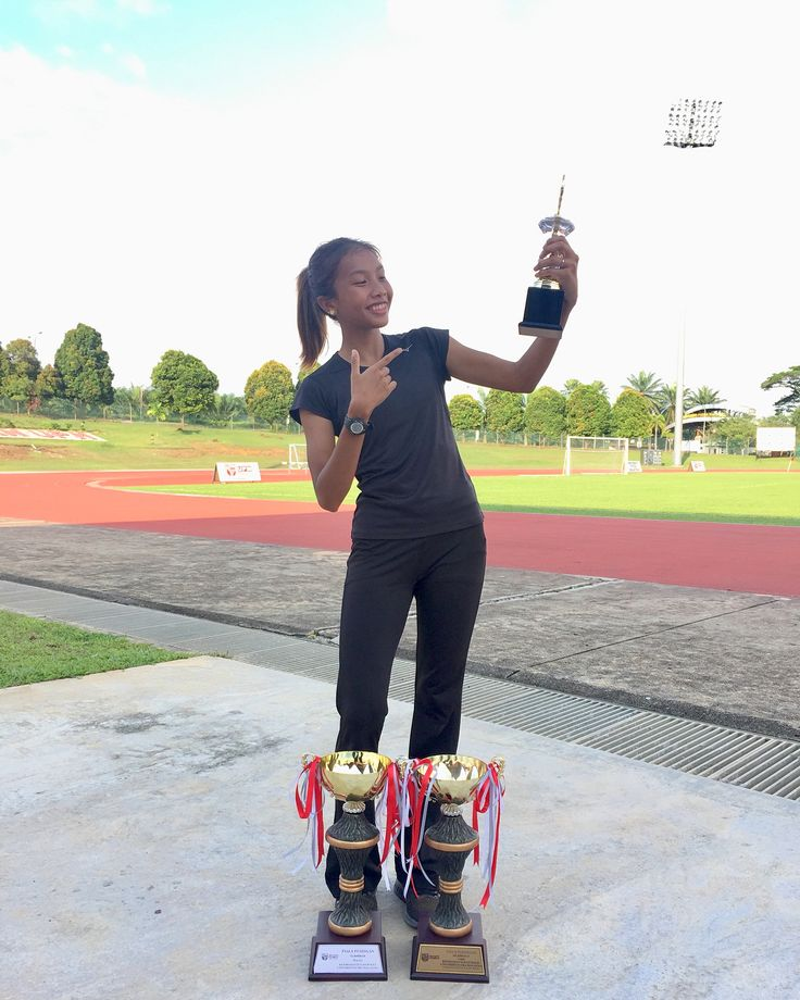 Sukol UPM 2017 - Atlet terbaik wanita  GOLD : 400m  400m hurdle  4x100m & high jump . SILVER : 4x400m  #sixers #upm #sukol #fitforlife