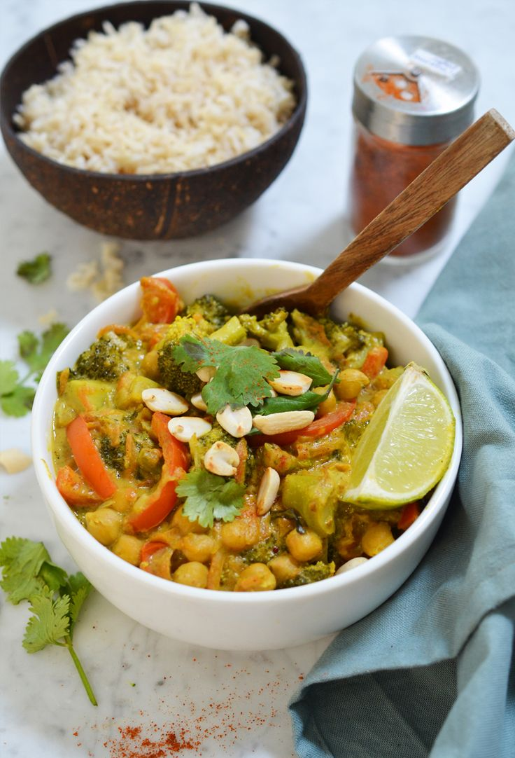 I eat a varied diet and actually like pretty much everything! But if you asked me what I most want to eat on a given evening… It'll be curry, for sure! It's such a delicious dish that you can endlessly adjust and adapt to your liking. This week I made this peanut-coconut version with chickpeas… Read More »