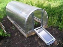 Металлическая мини теплица на дачном участке