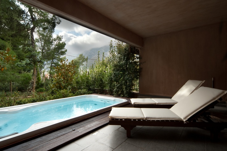 An atmospheric private swim spa that doubles as a training point and a relaxation paradise!