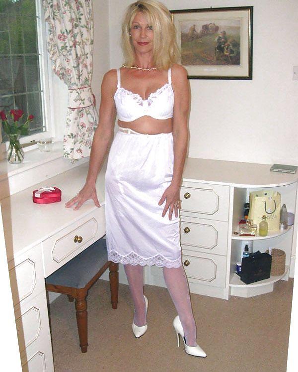 зрелые тети в платьях установления таких
