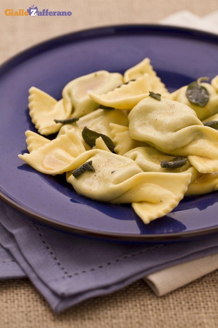 Ecco le caramelle #ricotta e spinaci (spinach and ricotta bonbons), una rivisitazione divertente di un classico immortale. #ricetta #Giallozafferano #pasta #italianfood #recipe #freshpasta