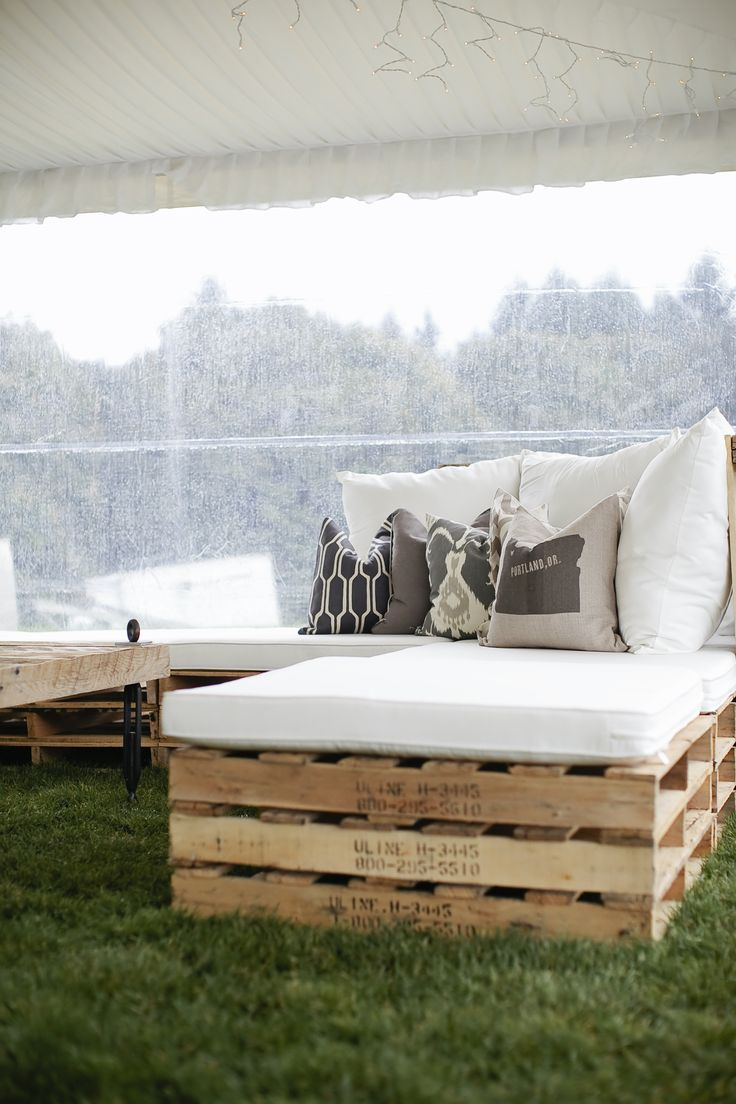 LOUNGE | DIY pallet benches for rustic wedding seating // Read More: http://www.stylemepretty.com/oregon-weddings/2013/12/26/rustic-elegance-at-youngberg-hill/