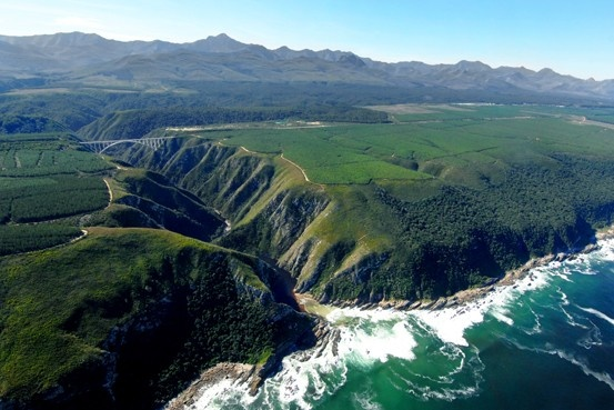 Bloukrans bridge: The world's highest commercial bungy jump at 216 metres. Located in Tsitsikamma, Eastern Cape, Garden Route, South Africa.
