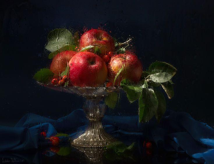 Ваза с яблоками. Автор: Лебедева Светлана