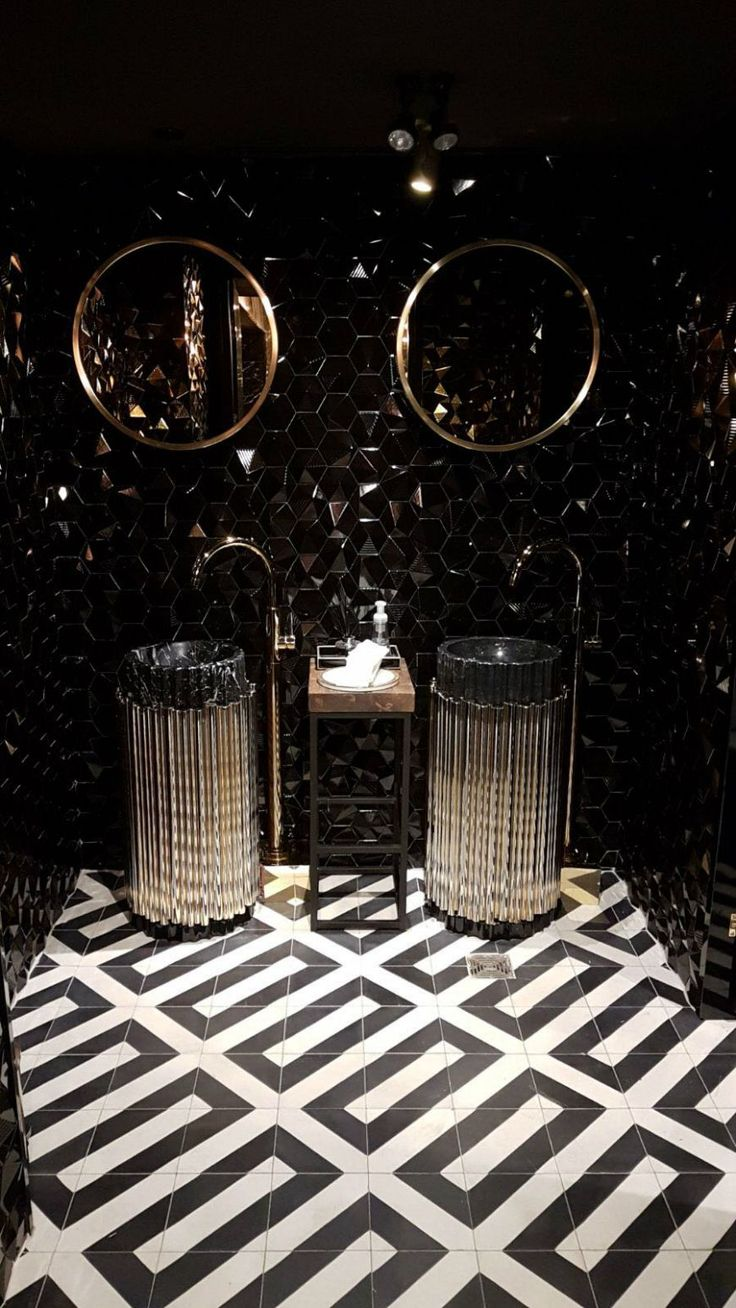 Drake's Pick 6ix Restaurant Presents an Upscale Bathroom Design ➤ to be up to date with the latest news of the sector, visit us at www.luxurybathrooms.eu #luxurybathrooms #bathroomideas #bathroomdesigns #drake #pick6ix #restaurants #luxuryrestaurants #toronto #bathrooms #luxury #luxurybrands #design #maisonvalentina #restaurantdesign