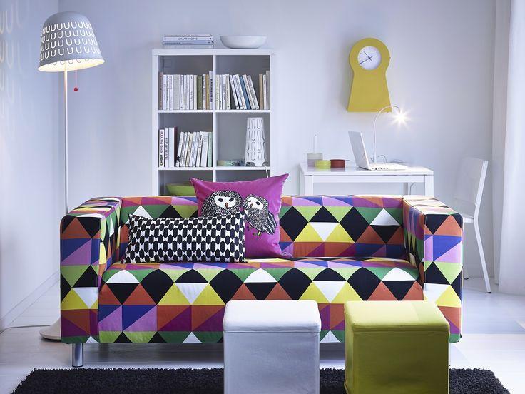 Βάλε στον KLIPPAN καναπέ σου ένα πολύχρωμο κάλυμμα και μεταμόρφωσε το καθιστικό σου.
