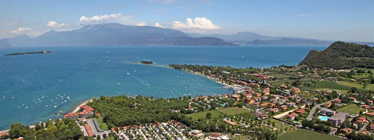 Camping Baia Verde bij Manerba del Garda aan het Gardameer, Italië. Met een prachtig zwembad en veel faciliteiten, is deze mooie camping een aanrader voor vakantie met de kids! Voor meer informatie: http://gardacamp.nl/camping-baia-verde