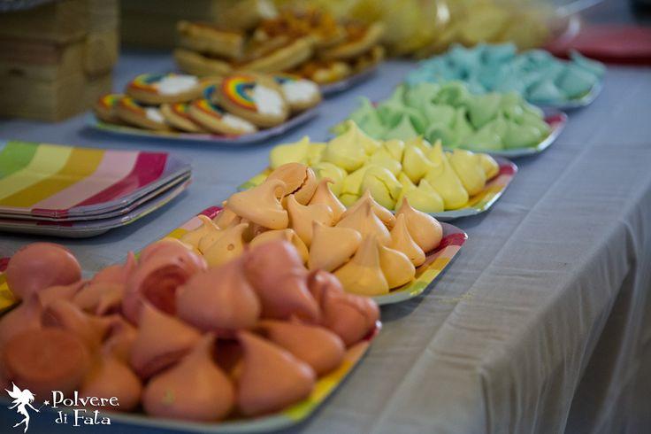 Meringhe colorate (coloranti naturali) realizzate da Marta Vanoni di SweetSinsBakery #RainbowParty