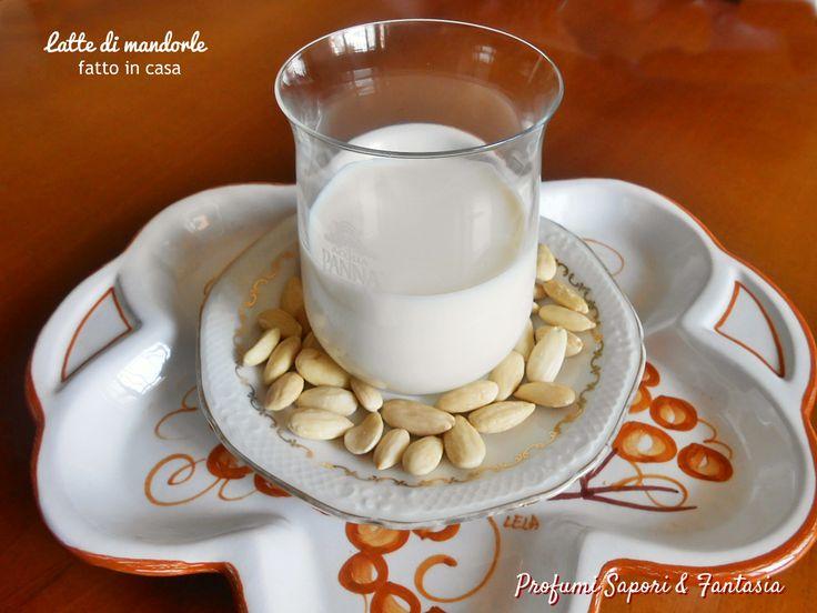 Latte di mandorle fatto in casa, un'ottima bevanda rinfrescante ed energetica ad un costo molto contenuto. Bevanda ideale per gli intollerani e vegetariani.