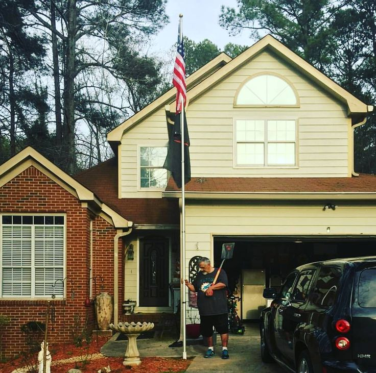 Follow Old Glory  Double tap the pic  Tag your friends  Email us your  photo  Sunday 26 March 2017 9:30 AM. Old Glory photo sent by @mercy0329 Peachtree City Georgia.
