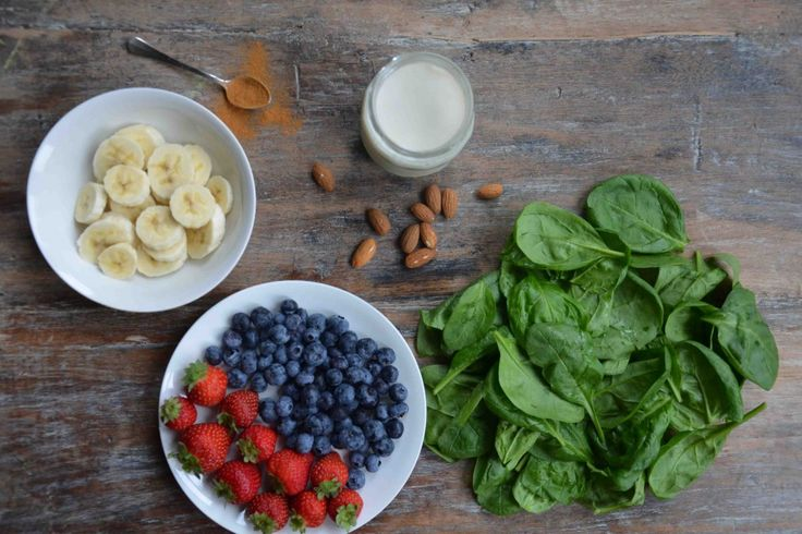 Groene smoothie: spinazie, banaan, aardbei, blauwe bessen |