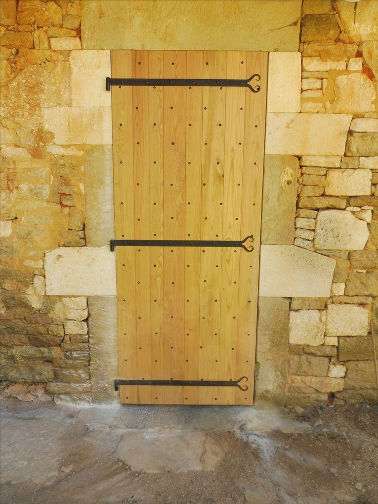 Volet 1 vantail en châtaignier avec clous + penture rustique coeur de chez Brionne Gignac / Lot 46 / France
