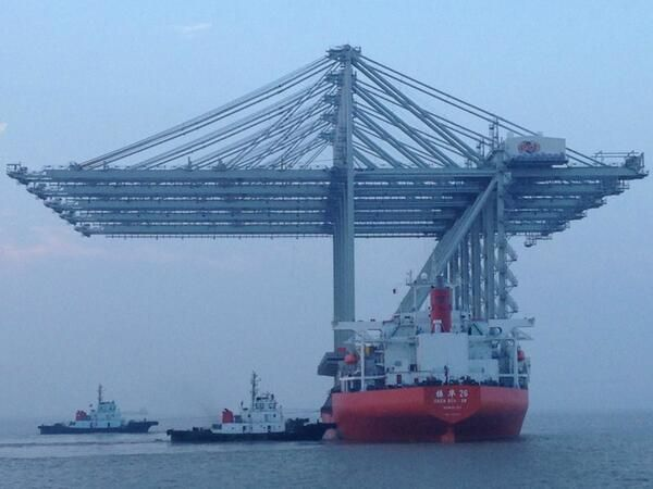 Container cranes on their way from Sjanghai to Rotterdam.