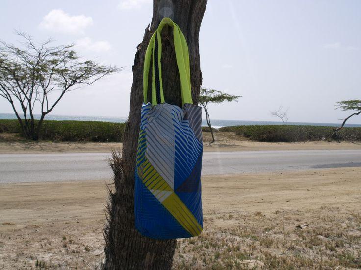 Shouder beach bag made of kite material.