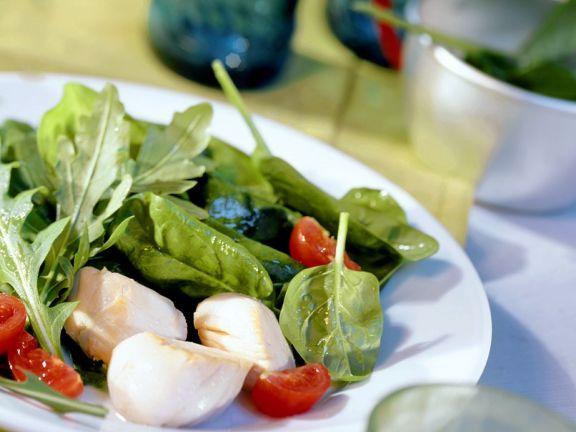 Gebratene Jakobsmuscheln mit Spinat-Rucola-Salat ist ein Rezept mit frischen Zutaten aus der Kategorie Muscheln. Probieren Sie dieses und weitere Rezepte von EAT SMARTER!