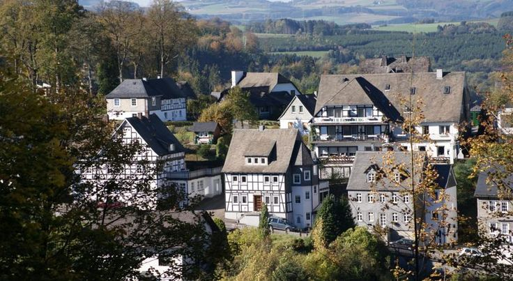Zur Fredeburg Schmallenberg This hotel enjoys a tranquil location overlooking the Bad Fredeburg spa district in the town of Schmallenberg, close to beautiful countryside in the Rothaargebirge nature park, in the popular Sauerland region.