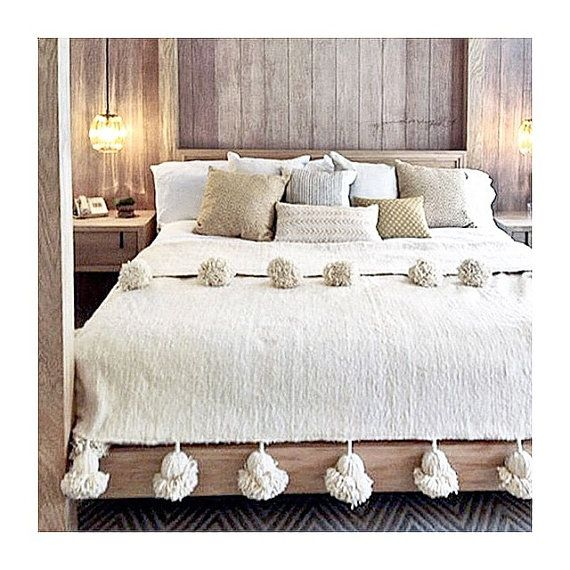Ivory White Pom Pom Blanket 100% Wool couvre lit par Maysanbazaar
