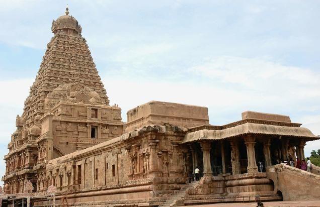 Brihadeshwara Temple in India | The Brihadisvara temple (also spelled Brahadeeswarar temple) is an ancient Hindu temple located at Thanjavur in the state of Tamil Nadu, South India.