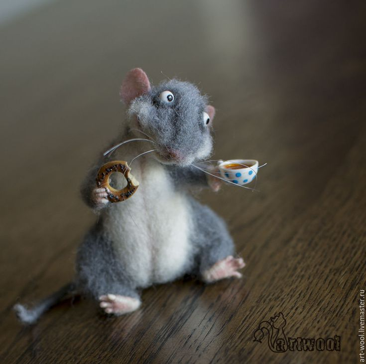 Adorable needle felted mouse with bagel and cup of tea by Natalya Kuznetsova (art-wool) from Moscow
