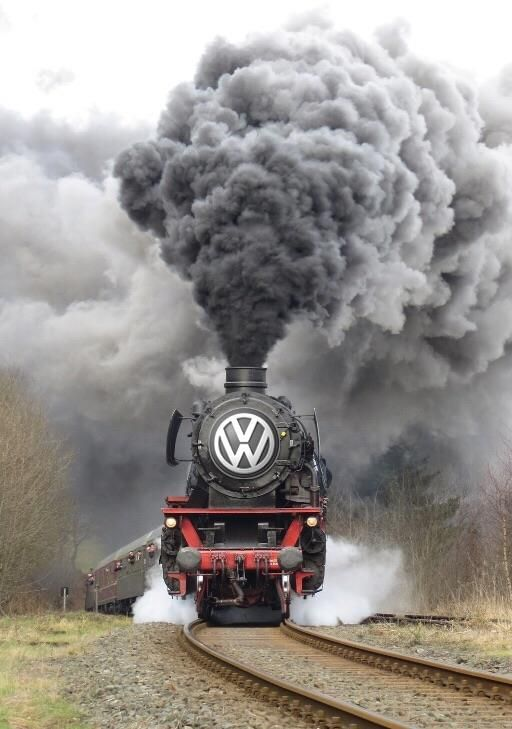 Ma petite mère à ce train là tu passera pas le Contrôle Technique,  tu fumes trop...Lève un peu le pied   ... 😆