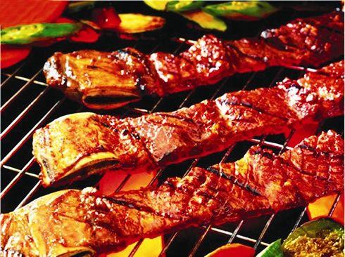 Travers de porc laqué au barbecue - Le Courrier du VietNam