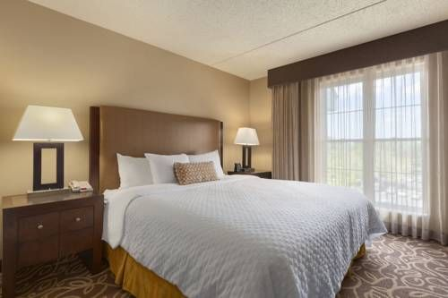 Embassy Suites Pittsburgh - International Airport Coraopolis (Pennsylvania) Just moments from Pittsburgh International Airport, and 15 miles from downtown Pittsburgh, this all-suite hotel in Coraopolis, Pennsylvania offers first-rate amenities and spacious accommodations.