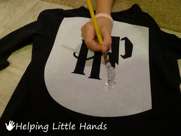 "Pieces by Polly: DIY Harry Potter Shirt - Freezer Paper Stencil (maybe add ""...Fan"" smaller below HP"