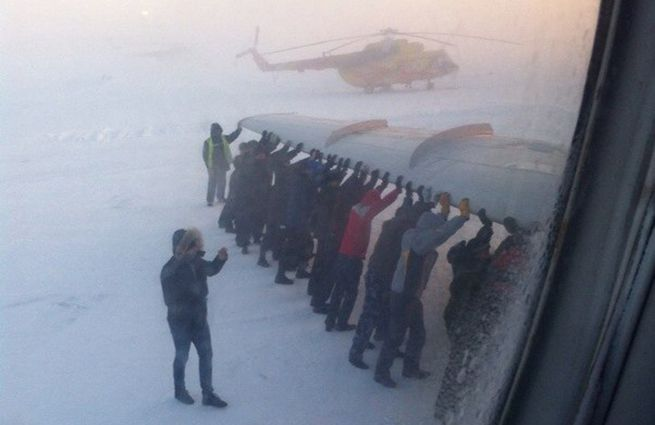 The wheels of an airplane froze to the #airstrip at -52°C on a small airfield in the northern part of #Siberia. It's #chilly.
