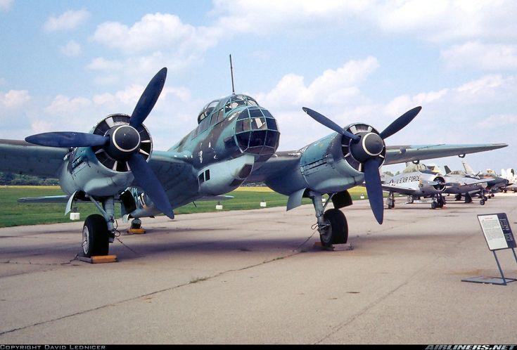 Ju 88 era stato progettato per avere capacità di bombardamento a tuffo, come il suo predecessore Ju 87, ma il peso complessivo, poneva dei problemi di integrità strutturale. Il problema venne risolto modificando l'approccio tattico all'obiettivo limitando a 60 gradi l'angolo di picchiata. In seguito, con lo sviluppo di successive versioni, lo Ju 88 si dimostrò aereo adattabile, bombardiere medio, ricognitore, caccia notturno, aerosilurante, con prestazioni tra i 460 e i 620 km/h.