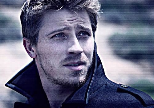 Garrett Hedlund! Please make more movies so I can look at your face! And for all thats good, make a country album!