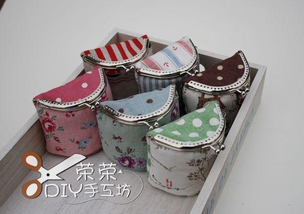 Really cute Japanese bags. Make 'em larger, add a shoulder strap or wristlet? Instruction in Japanese ... [转载]盒子口金教程