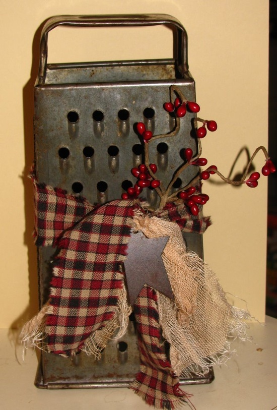 Pinterest Craft Ideas | Primitive Craft Ideas / Grater - This would also be nice with some summer/spring color and a little sunflower or other flower.
