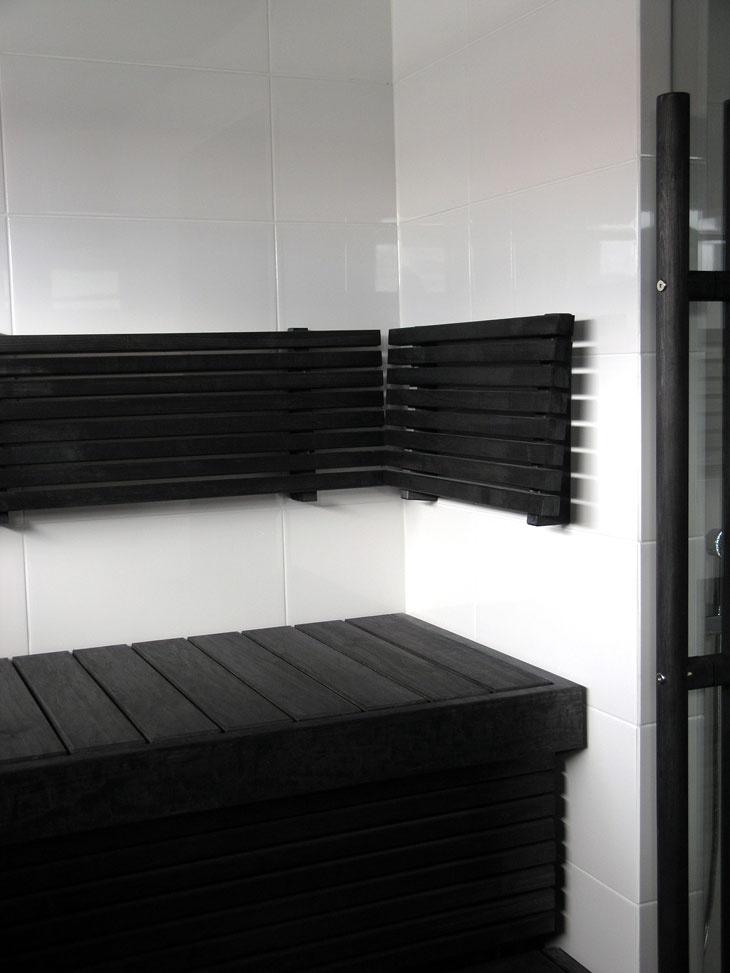 laatoitettu sauna